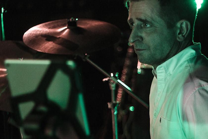 Brian Jørgensen, trommer, gør klar til danseparty