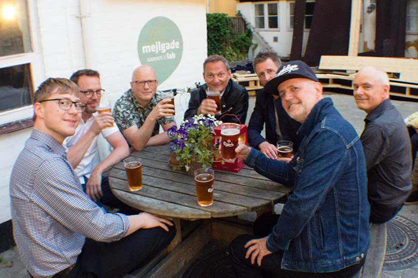 En velfortjent øl efter danseparty på Gyngen