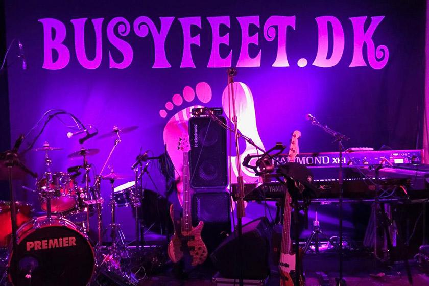Busy Feet er et liveband, der spiller dansemusik til festen